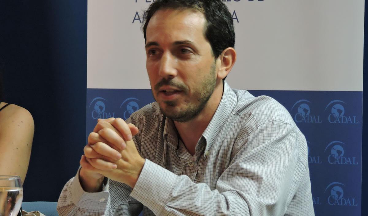 Scherlis y Laría presentaron  sus capítulos del libro «Desafíos para el Fortalecimiento Democrático en la Argentina»