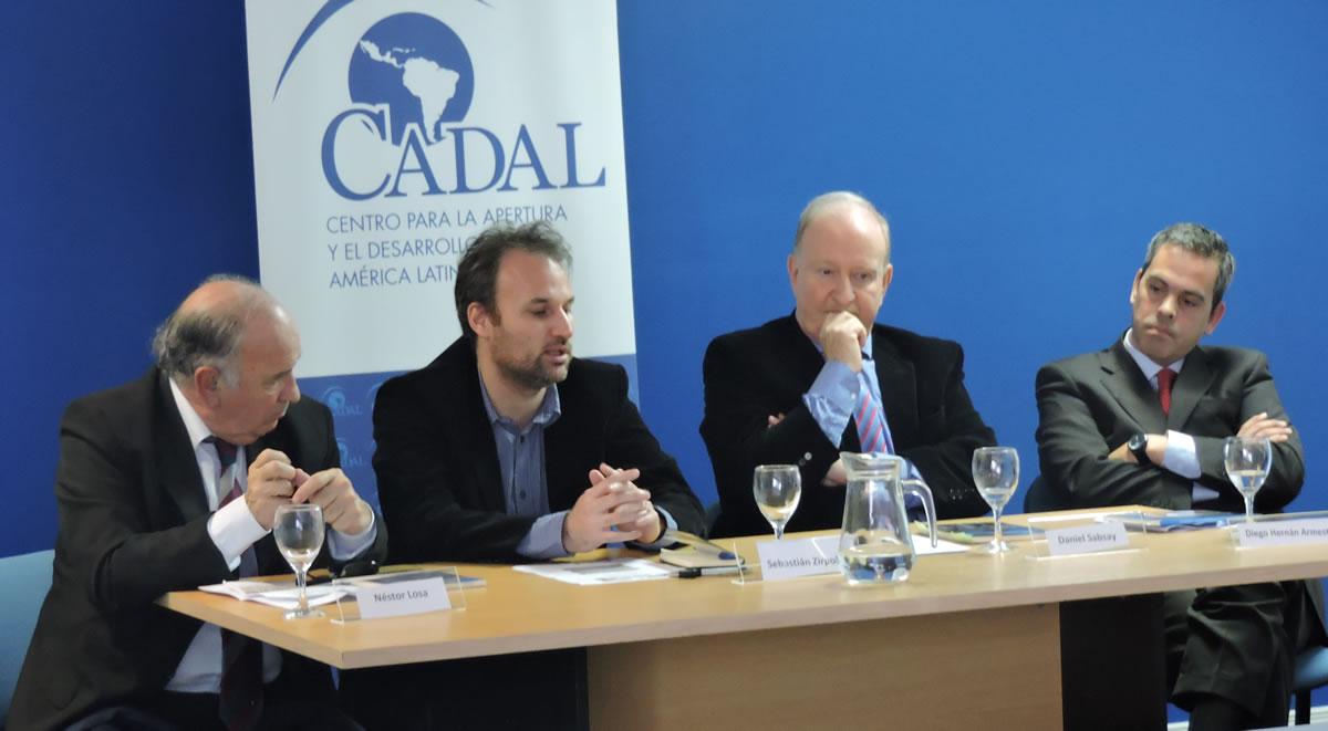 Daniel Sabsay comentó dos de los capítulos del libro «Desafíos para el Fortalecimiento Democrático en la Argentina»
