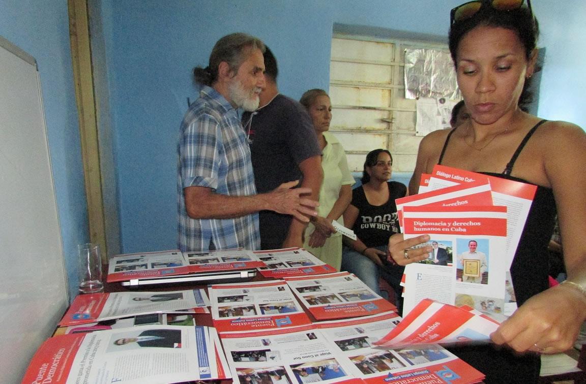 Presentación del Diálogo Latino Cubano en Asamblea de Bibliotecarios