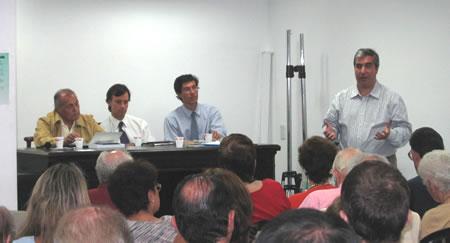 Gabriel Salvia durante la exposición