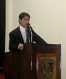 Hernán Alberro durante su disertación