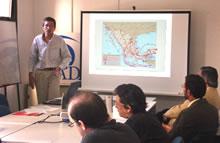 El Dr. Fernando J. Ruiz durante su exposición en la sede de CADAL