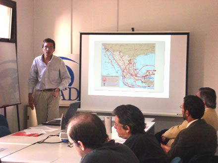 Fernando J. Ruiz durante su exposición en la sede de CADAL