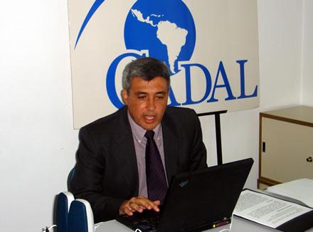 Claudio Paolillo durante una conferencia en la sede de CADAL en febrero de 2007