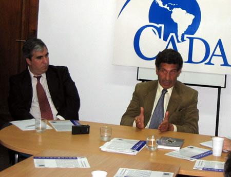 Carlos ''Chacho'' Alvarez en la sede de CADAL
