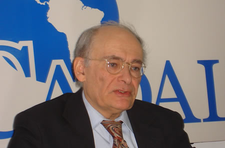 David Matas en la sede de CADAL