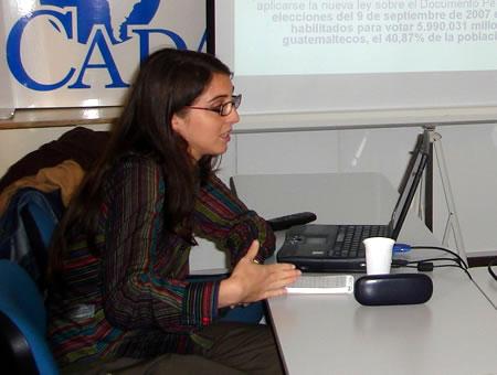 Noel Alonso Murray durante su exposición en la sede de CADAL