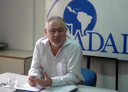 Bernardo Sorj en la sede de CADAL en Buenos Aires