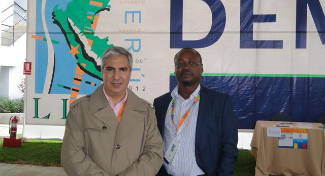 Gabriel Salvia y el activista de Derechos Humanos Alfredo Okenve (Guinea Ecuatorial)