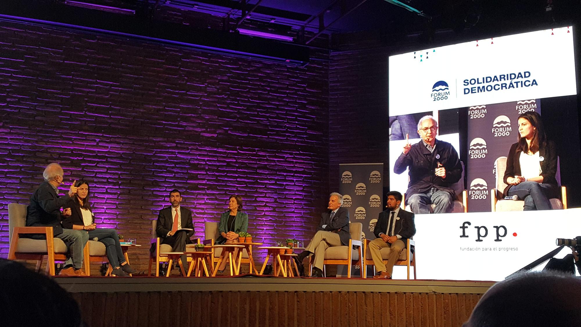 Participación en la Conferencia «Socialismo, populismo y democracia en América Latina»