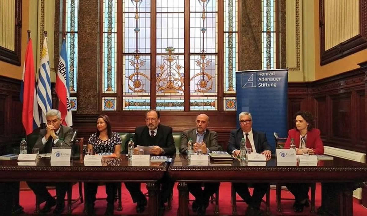 ¿Qué hacer frente a las autocracias latinoamericanas?