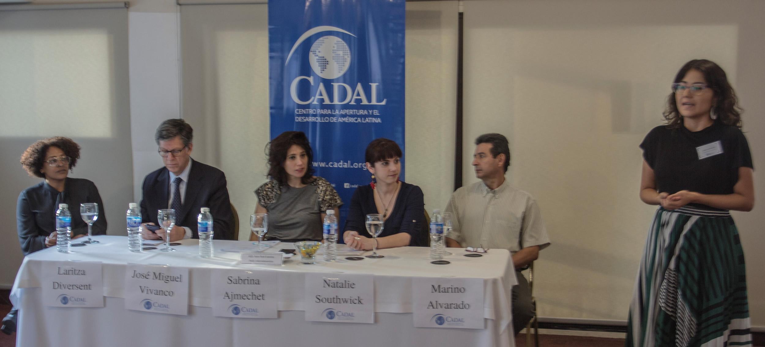 Diana Arévalo, Coordinadora Ejecutiva de CADAL, en la apertura de la conferencia.