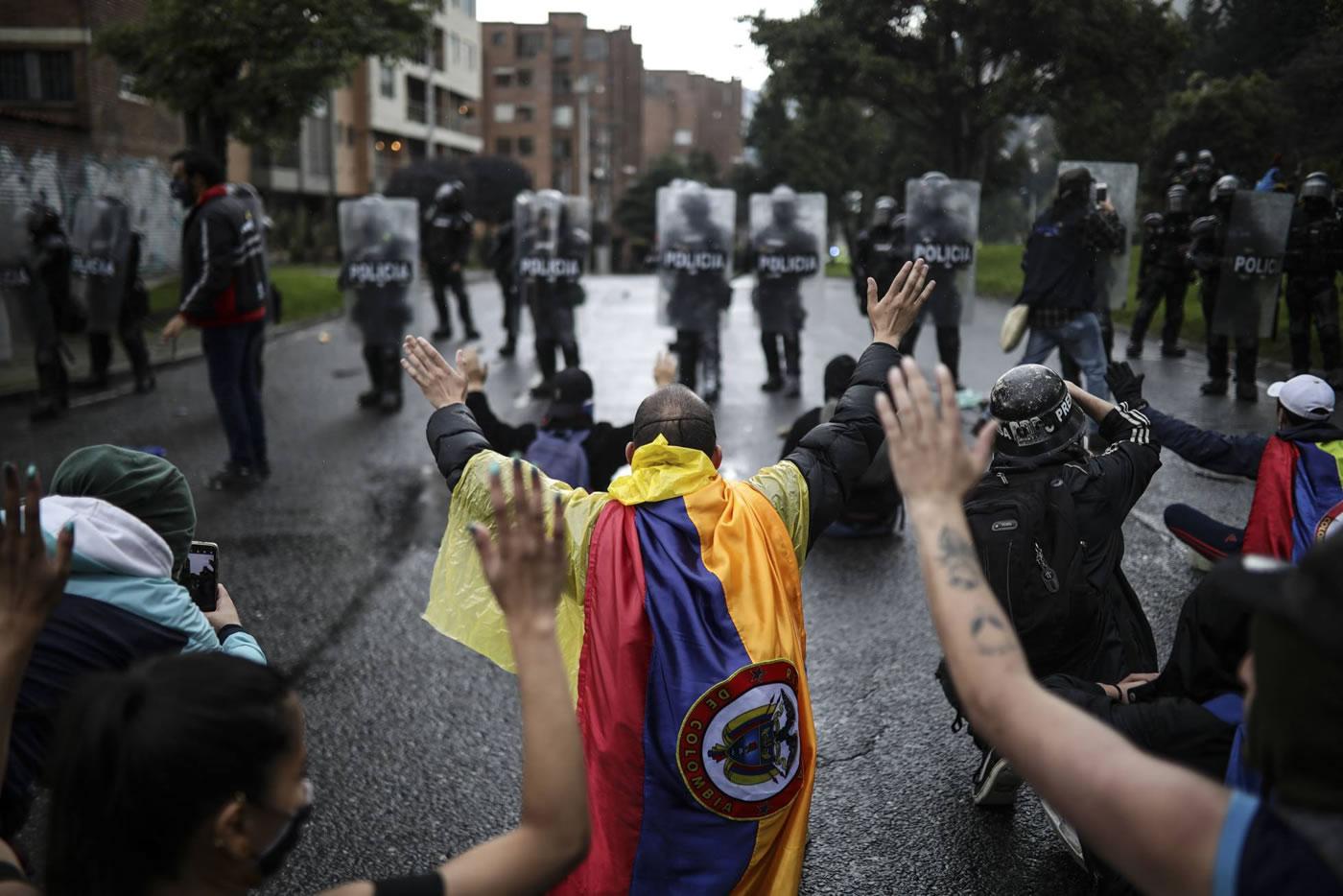 Colombia: dispararse un tiro en el pie