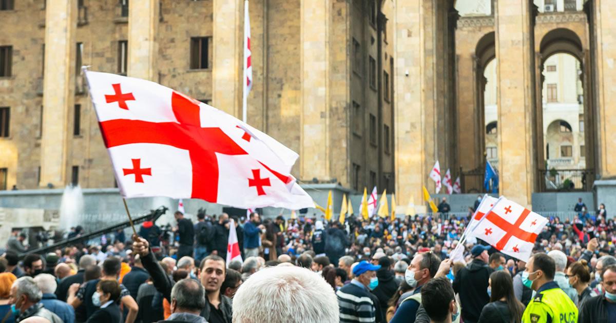 La renuncia del Primer Ministro extiende la crisis política en Georgia