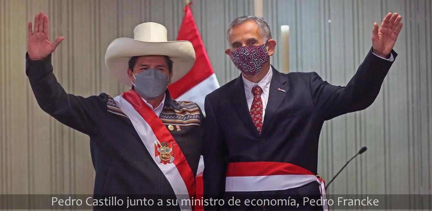 Pedro Castillo junto a su ministro de economía, Pedro Francke. Foto EFE