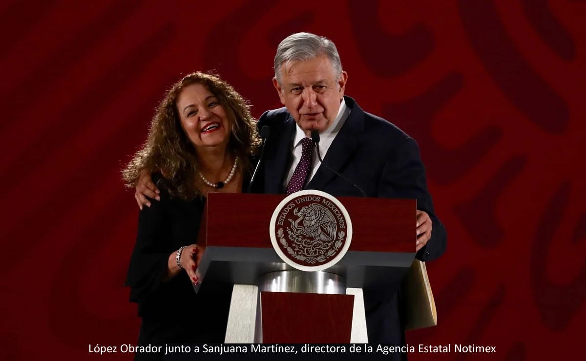 López Obrador junto a Sanjuana Martínez, directora de la Agencia Estatal Notimex
