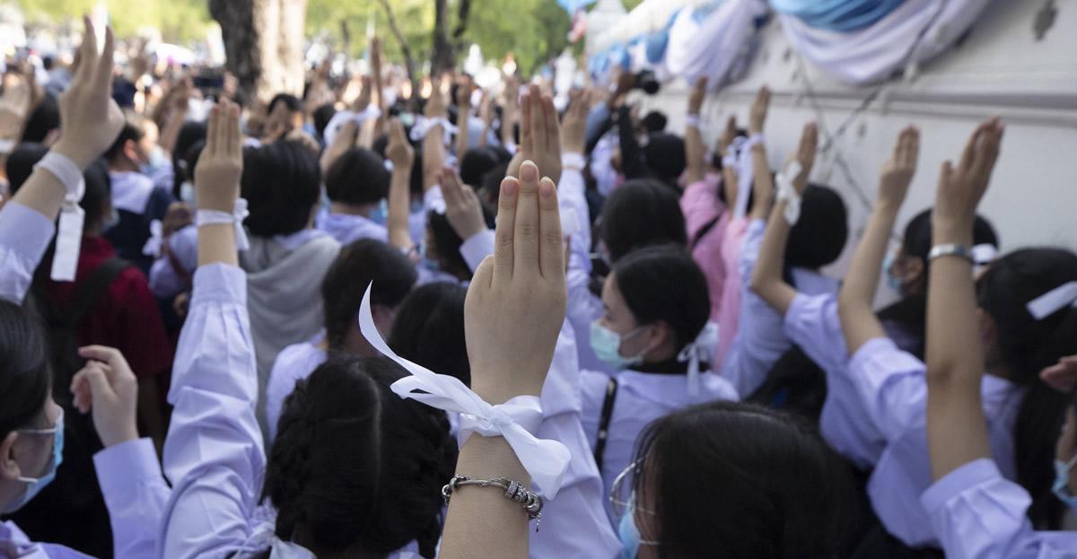 Nuevas generaciones, nuevas demandas: oposición de la juventud a la Constitución tailandesa