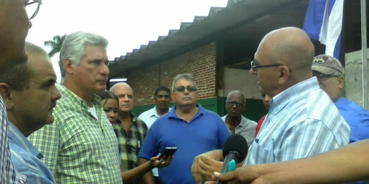 Miguel Diaz-Canel recorriendo Pinar del Rio