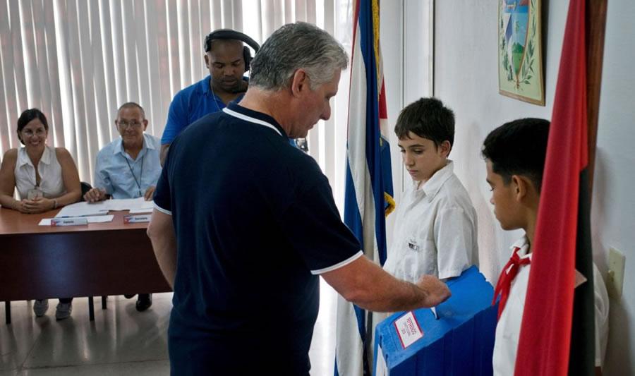 El dictador cubano Diaz-Canel en el día de la votación