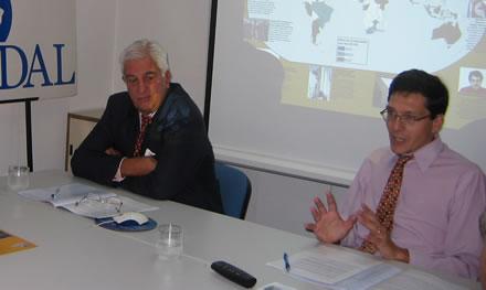 Emilio Cárdenas y Fernando Ruiz durante la presentación en la sede de CADAL