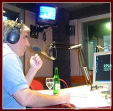 Gabriel C. Salvia en los estudios de Radio Palermo