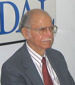 Huber Matos durante la presentación en la sede de CADAL