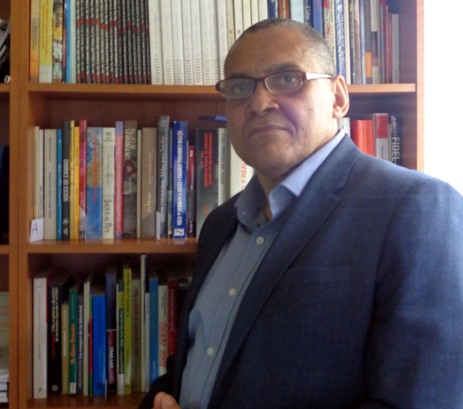 Jorge Olivera Castillo en la sede de CADAL