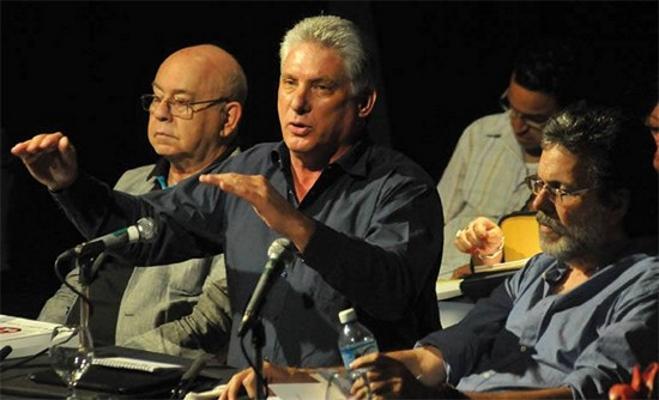 En primer plano Miguel Díaz-Canel. A su lado, Miguel Barnet, presidente de la UNEAC, y Abel Prieto, Ministro de Cultura (Foto: Leyben Leyva)