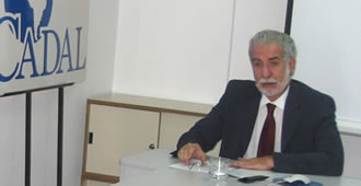 Pepe Eliaschev en la sede de CADAL