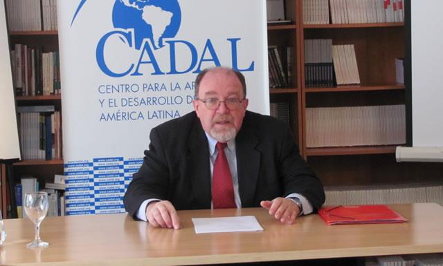 Tomas Linn en una de sus presentaciones en CADAL