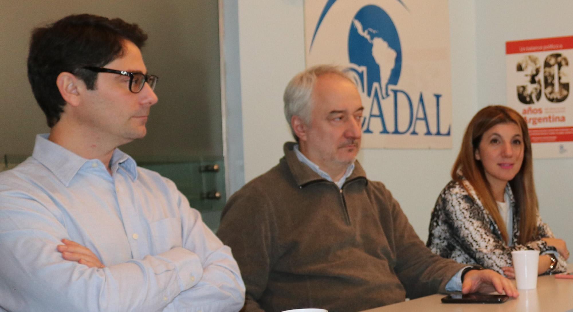 Hernán Alberro junto a Sergio Casais y Marisa Di Vitto