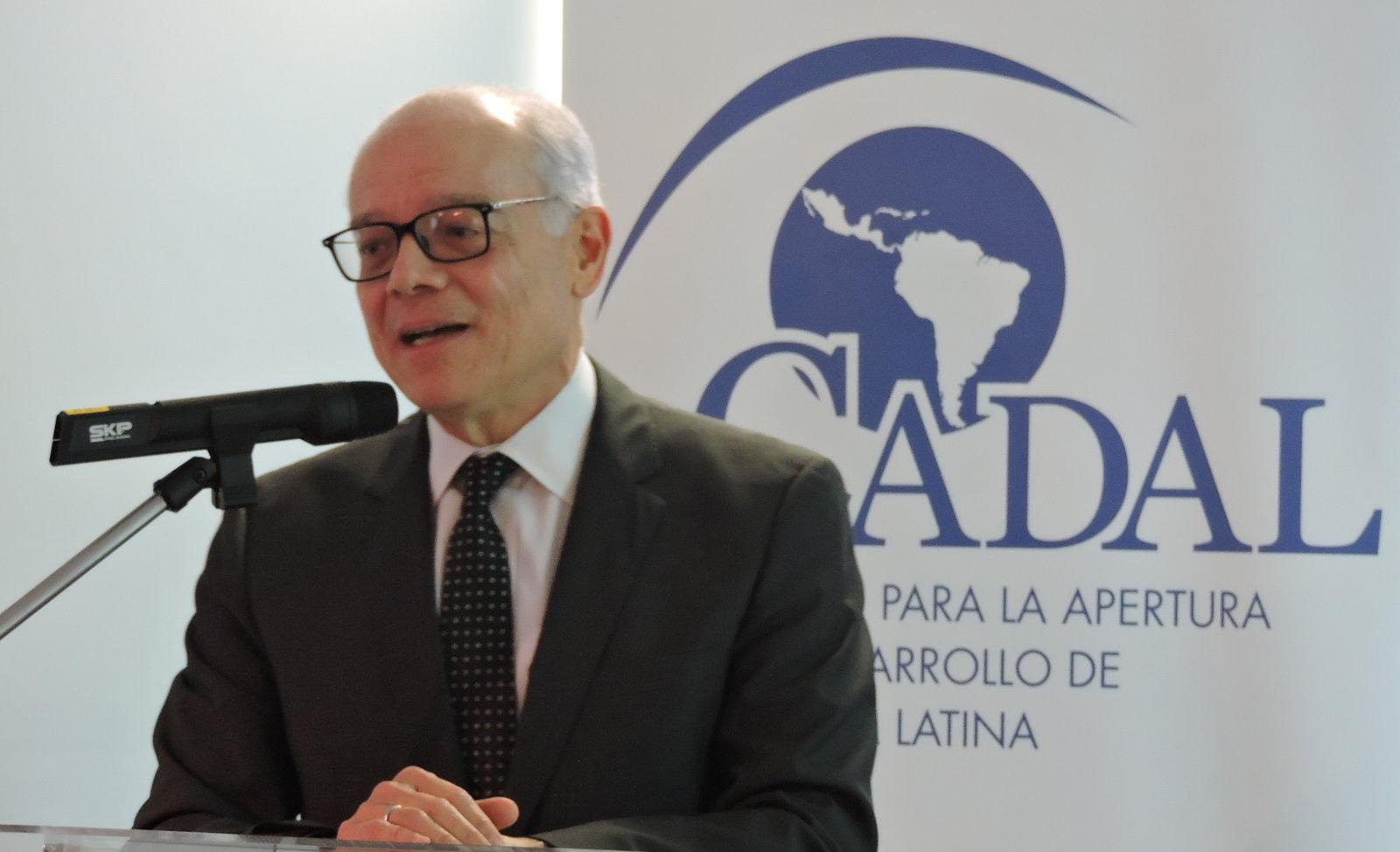 Presentó libro ex embajador de Costa Rica ante la ONU