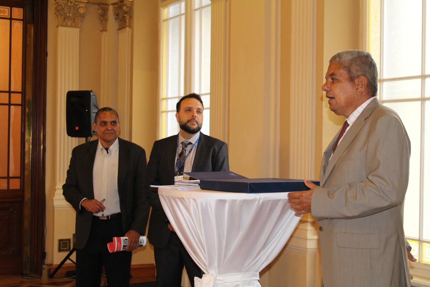 Un ex diplomático sueco recibe Premio en Praga