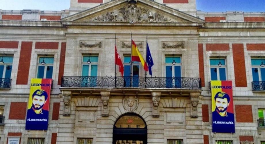 Comunidad Madrid ofreció esta imagen en solidaridad con los presos políticos venezolanos.