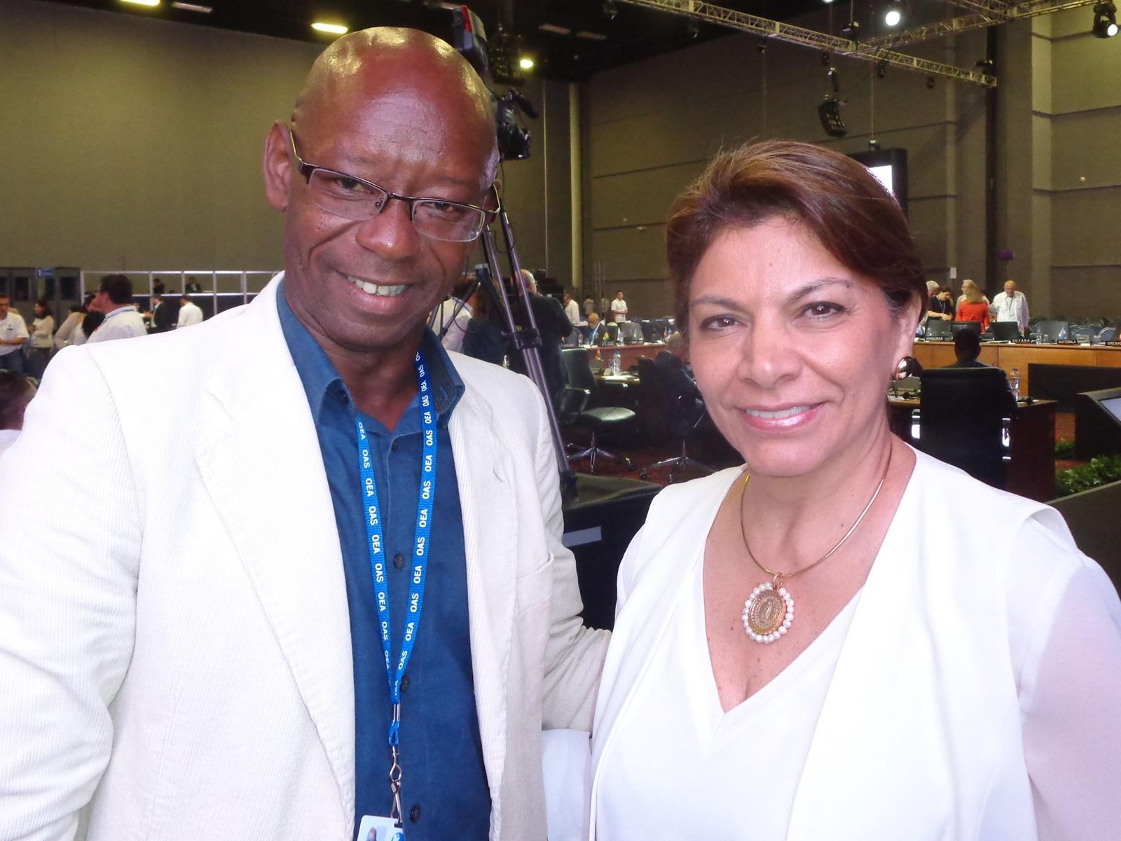 Manuel Cuesta Morúa junto a la ex Presidente de Costa Rica, Excma. Laura Chinchilla.