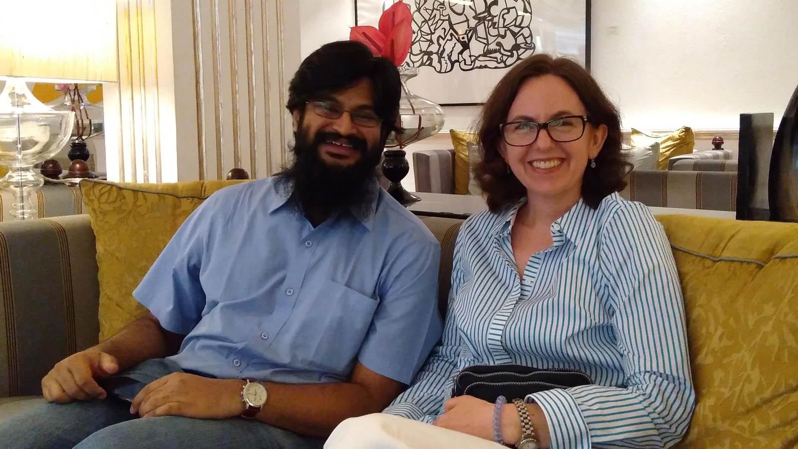 Sybil Rhodes con Bharath M. Palavalli