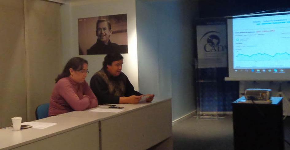 Cándido Figueredo Ruíz durante su visita en la sede de CADAL