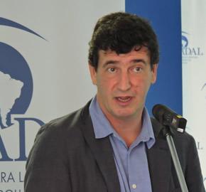 Miguel Ángel Pichetto y los gobernadores del PJ hunden a Cristina Kirchner, y luego la salvan