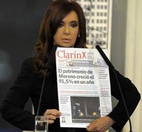 La presidente Fernandez quejándose por una nota de la Prensa.